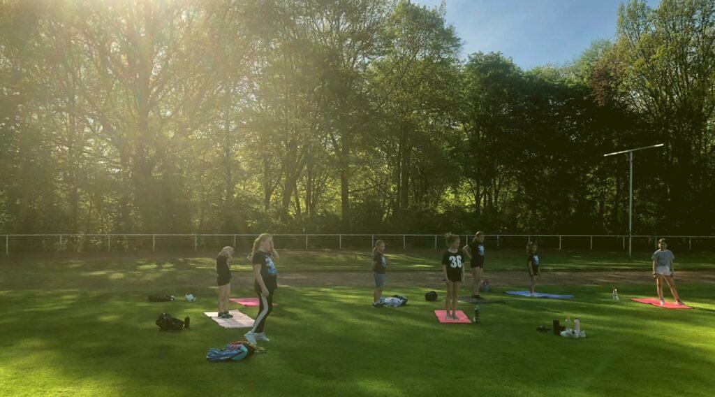 Training im Freien bei der Bright Stars Cheerleadern